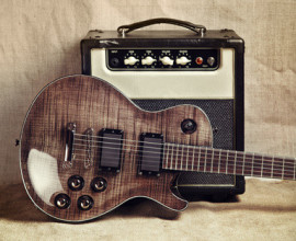 Bild Fotolia Gitarre und Verstärker